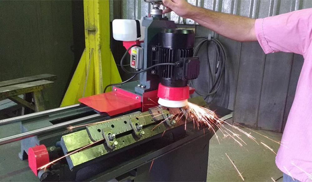 Garanta a melhor qualidade para seus produtos. Afie você mesmo as facas de seus picadores e trituradores de madeira. Precisão e baixo custo.