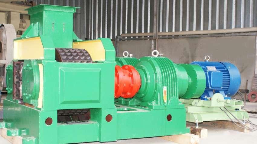 Briquetadeira desenvolvida para permitir o reaproveitamento do pó e moinha de carvão vegetal para produção de novos briquetes em formato de pelotas.