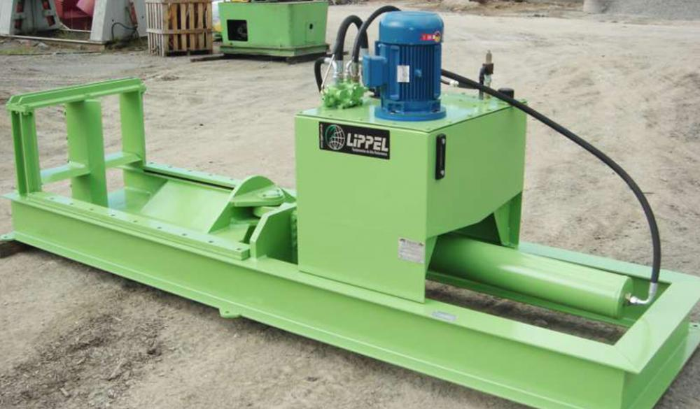 By splitting large diameter logs, becomes facilitated handling and processing of wood to generate chips, firing, etc.