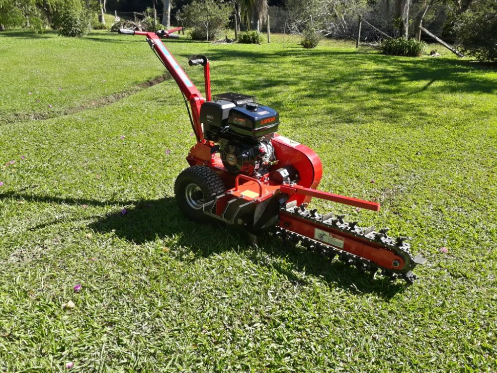 Machinery for the opening of ditches, can be used in both rural areas, buildings and condominiums