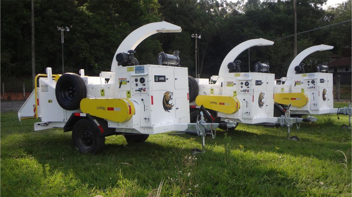 Carregamento do picador de Galhos PTU 300 para Limpeza Urbana