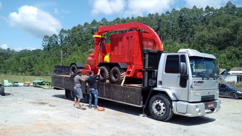 Chipeadora forestal PFL 400 x 700 M-S cargado para cliente en Brasil