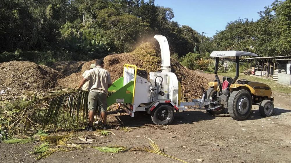 Delivery of Brush Chipper for cleaning of condominium in São Paulo - Brazil