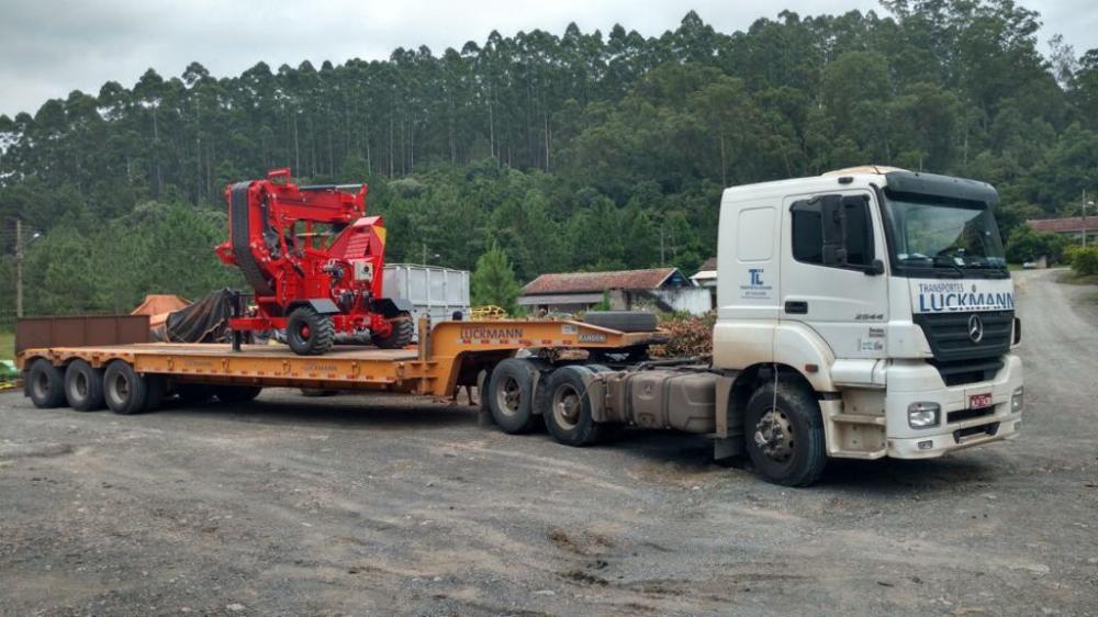 Nuevo Chipeador Forestal PFL 300 x 500 TC cargado para cliente en Minas Gerais
