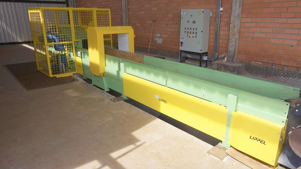 Picador de madeira fixo entregue à empresa de energia e aproveitamento de madeira
