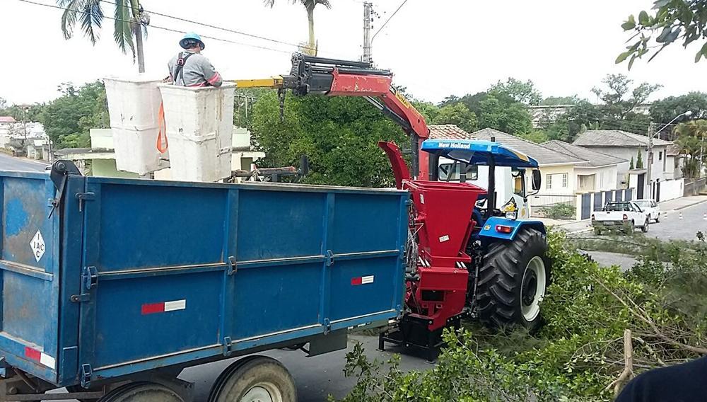 Triturador de Galhos entregue a município em SC para a limpeza urbana e a fertilização do solo em escolas e áreas urbanas