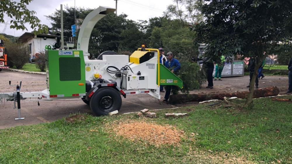 Triturador de galhos entregue a prefeitura municipal no Rio Grande do Sul