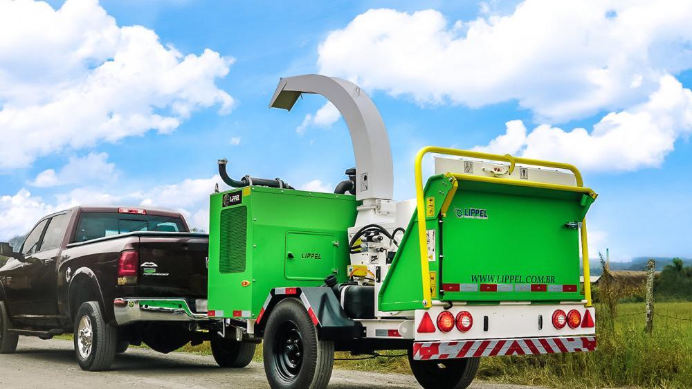Triturador de galhos PTU 300 para limpeza de vias urbanas e compostagem