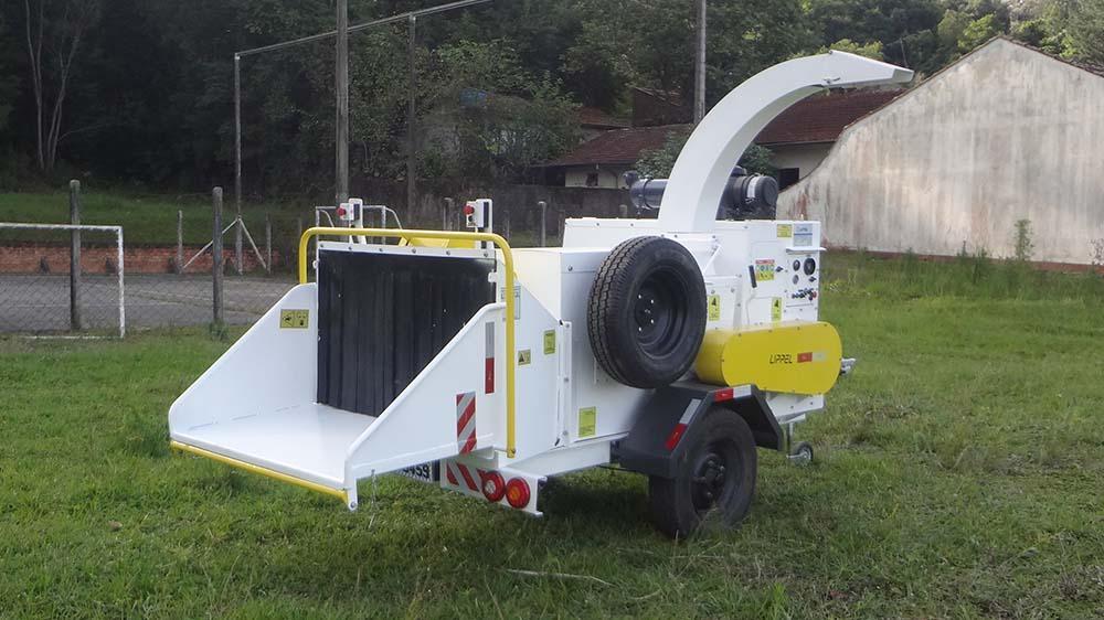 Triturador de Galhos PTU 300 - Solução para redução de volume de resíduos sólidos e Limpeza Urbana