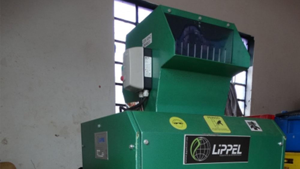 Trituradora de vidrio adquirida por entidad pública para reciclaje
