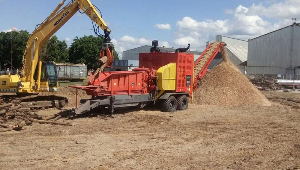 770 HP Forestry Chipper to chip hard wood for the generation of clean energy