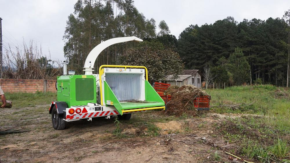 Brush Chipper for use on urban green waste recycling