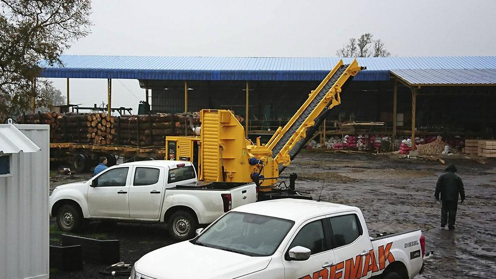 Chipadora forestal entregado a Chile a través de un representante local