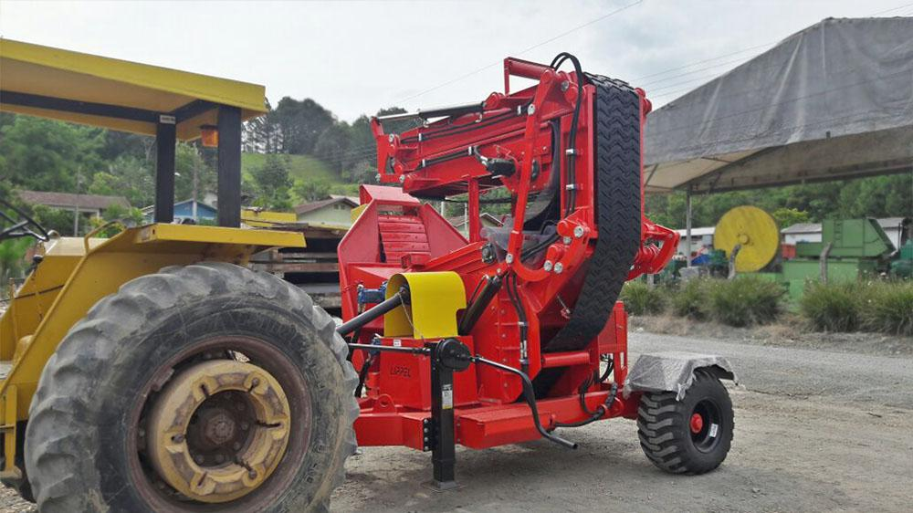 Chipeador Forestal PFL 300x500 TC con cinta transportadora