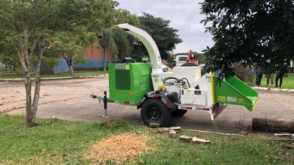 Chipeadora de ramas entregada al ayuntamiento municipal en Rio Grande do Sul