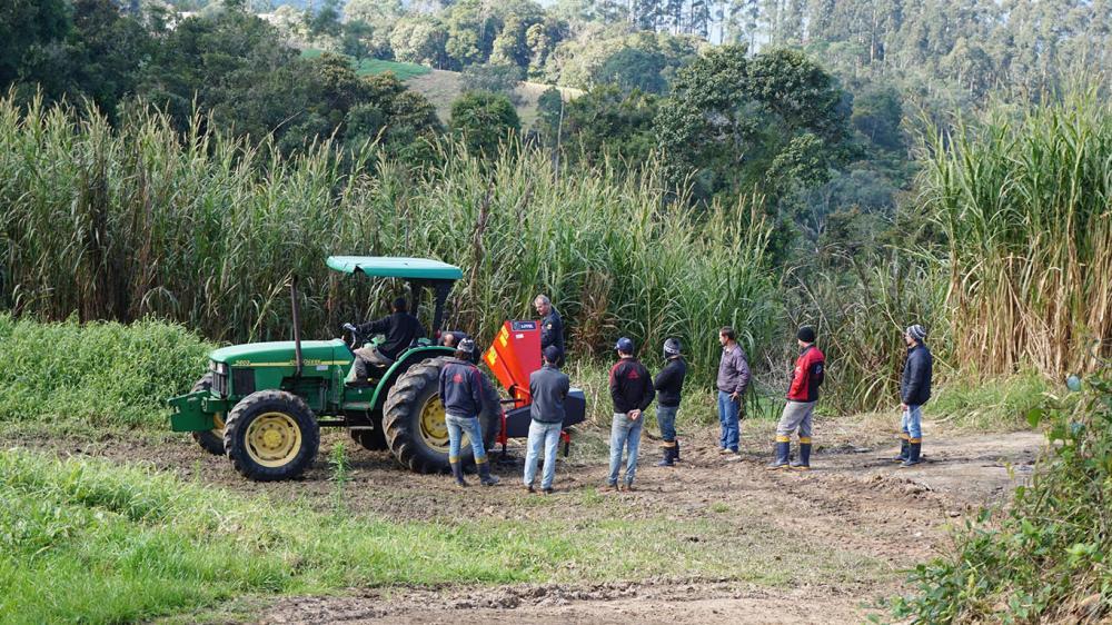 Chipeadora de ramas entregada al Instituto de educación en Santa Catarina - Brazil