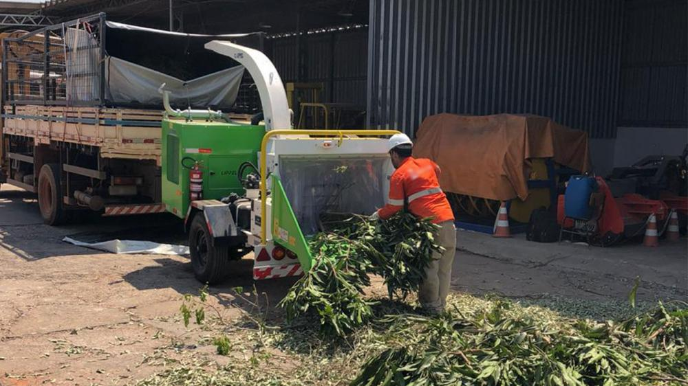 Delivery and training of use and operation of Lippel Brush Chipper