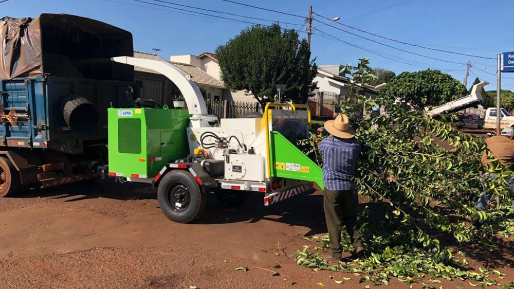 El Ayuntamiento adquiere una Chipeadora de ramas para la limpieza urbana en convenio con la Itaipú Binacional