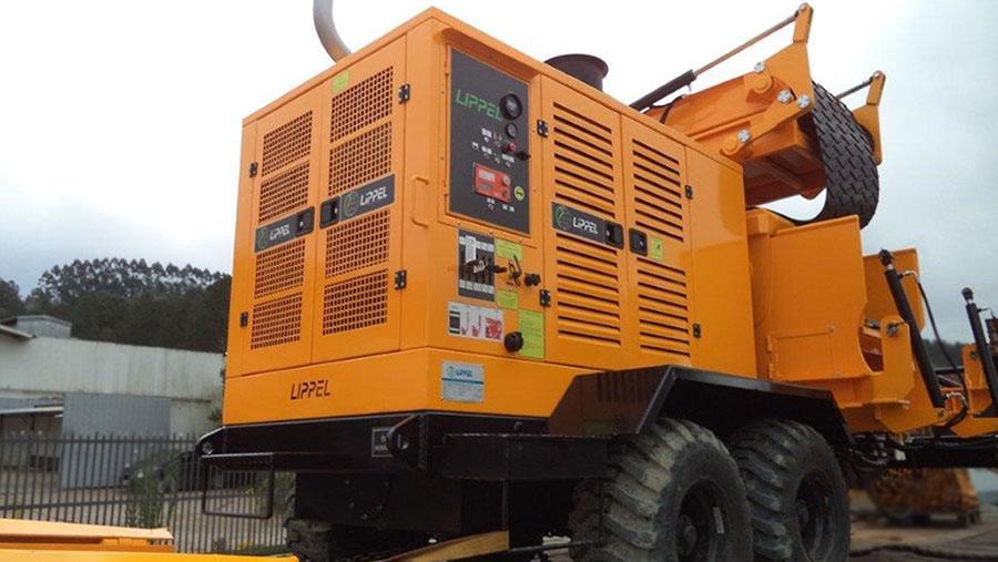 Empresa Lippel realiza la entrega de una Chipeadora Forestal PFL 500x900 M-C