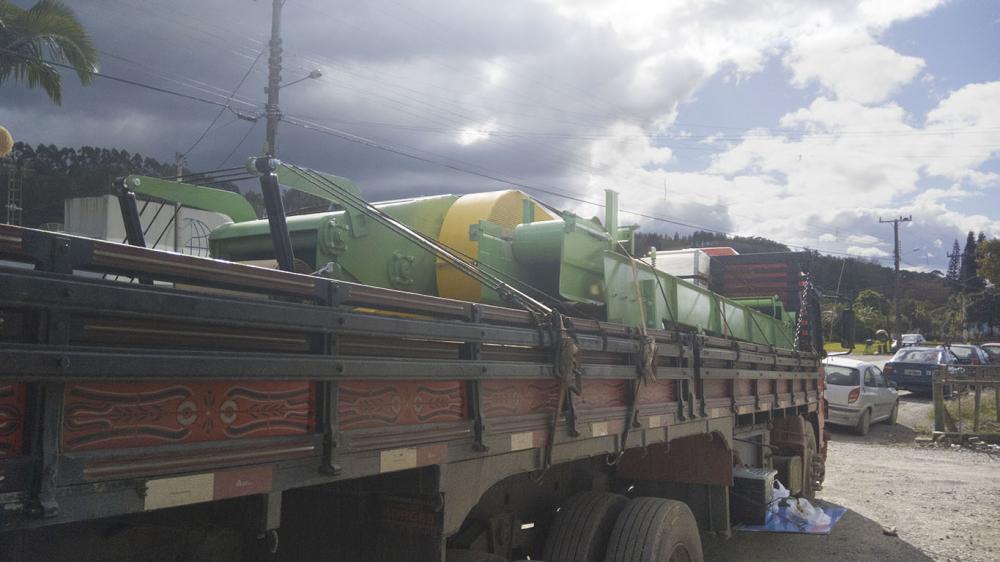 Entrega de Chipeadora es de madera estacionarios a Paraguay
