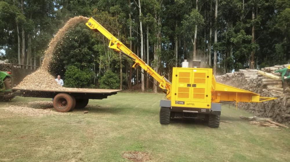 Entrega de Picador Florestal em cooperativa no Paraguai