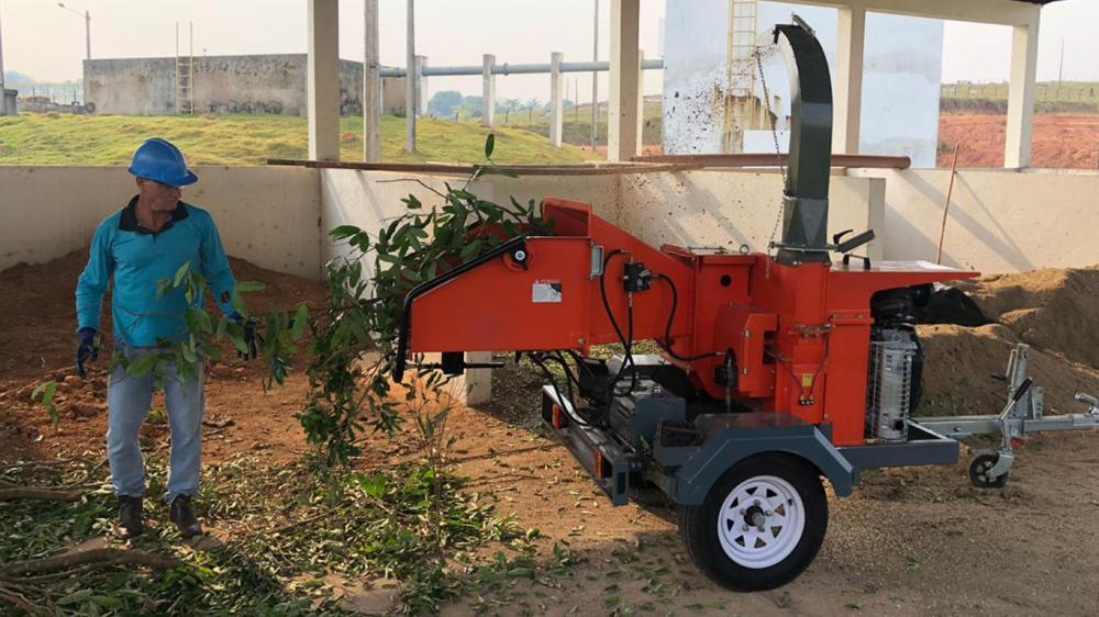 Entrega de triturador de galhos com treinamento técnico de operação