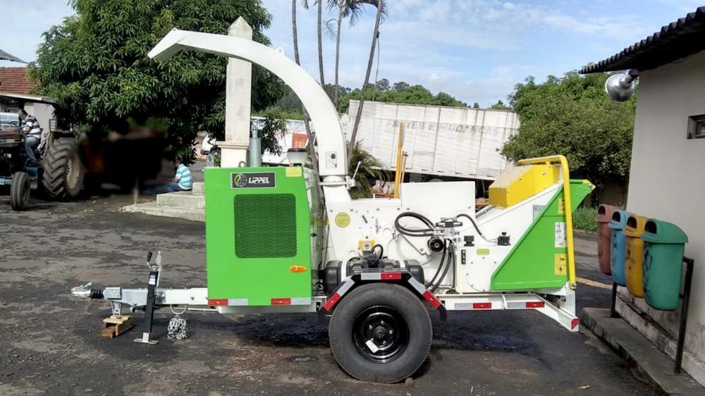 Entrega de triturador de galhos para uso na compostagem em SP