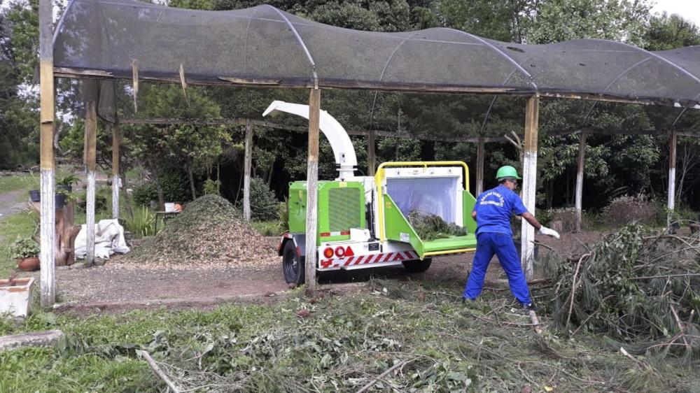 Environmental project with brush chipper for the reduction of organic waste in schools