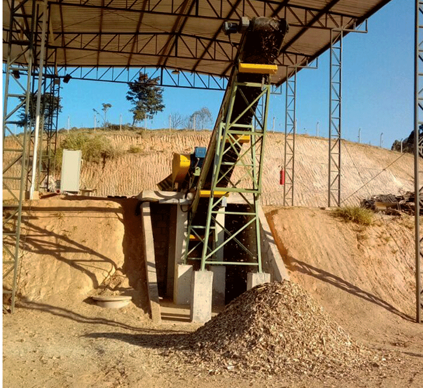 Finalizing the installation of a Fixed Drum Chipper with traction roll