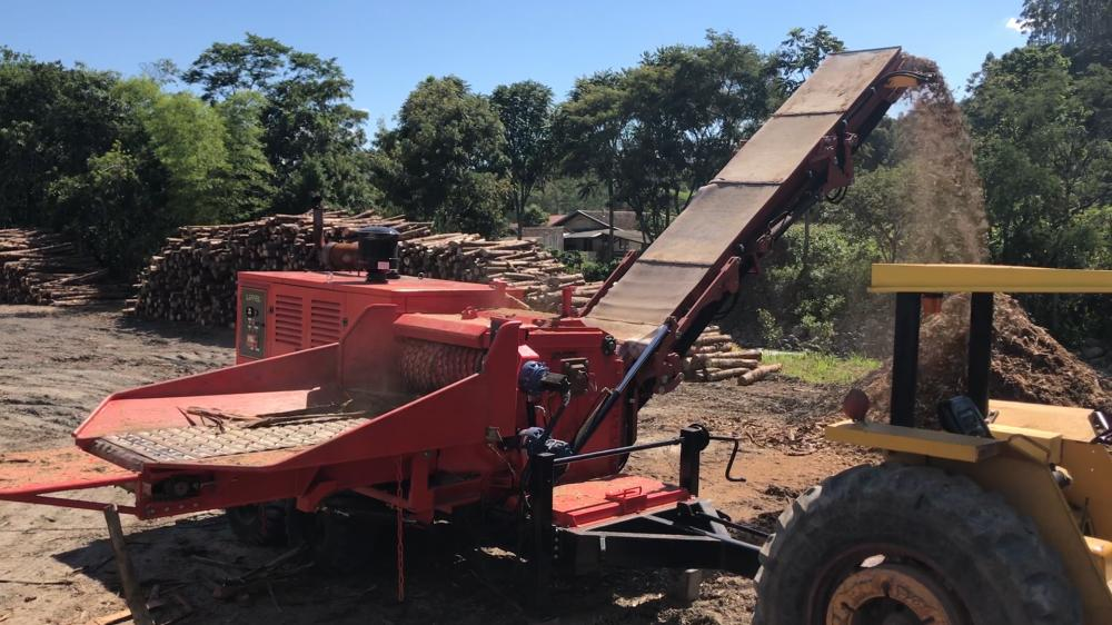 Forestry Wood Chipper PFL 500 x 900 MC Chipping eucalyptus bark