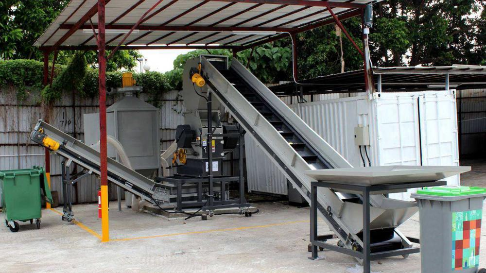 How to carry out solid waste treatment for selective recycling