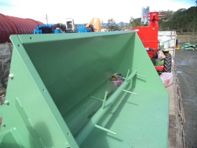Lippel entrega equipos en el Paraguay