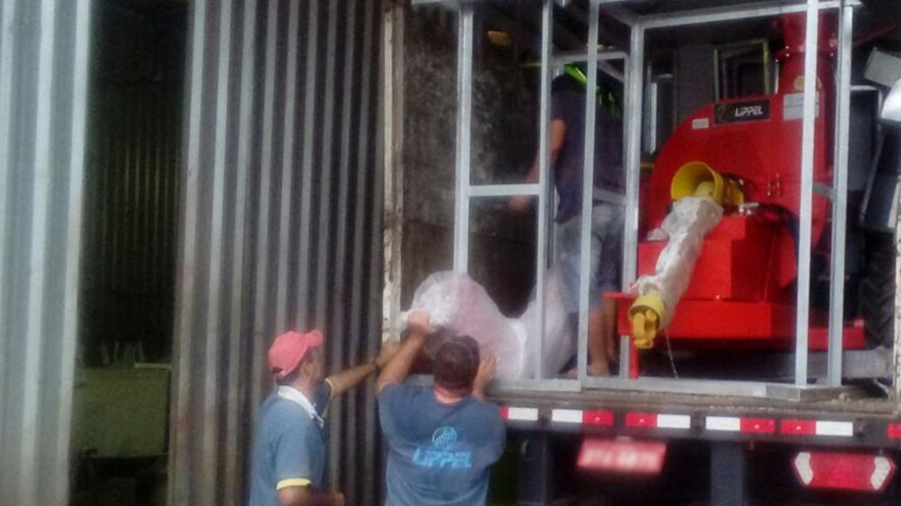 Lippel realiza la entrega de un Chipeador Forestal a disco para un cliente en el área de la cerámica en Mato Grosso - Brasil