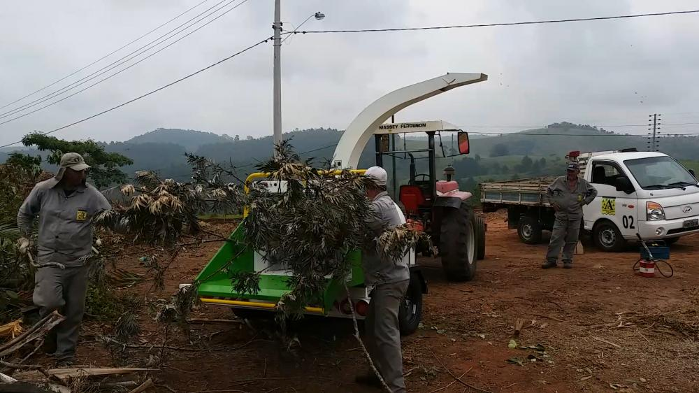 Lippel Wood Chipper being used in Park in the state of São Paulo for reuse of organic residues