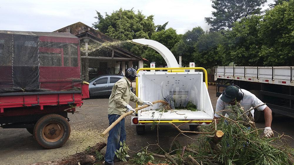 Más un Triturador de ramas PTU 300 entregado el ayuntamiento para limpieza urbana