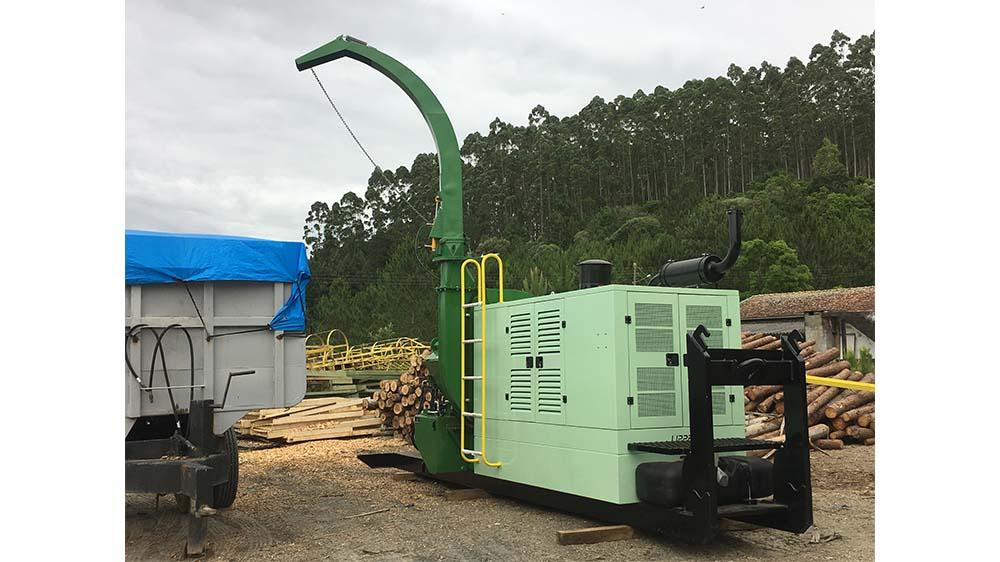 Mobility with the Forestry Chipper PFL 400x700 M-S Over roll-on platform