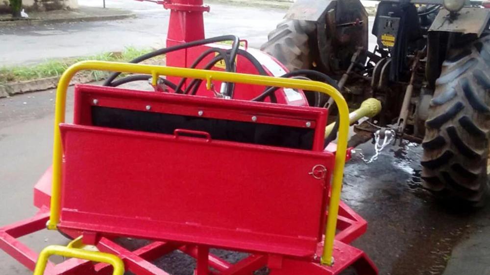 Triturador de Galhos entregue à prefeitura municipal e seu uso em favor do município
