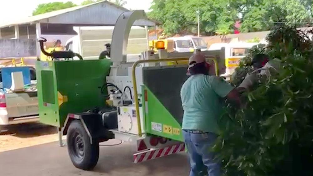 Triturador de galhos entregue à prefeitura para limpeza urbana