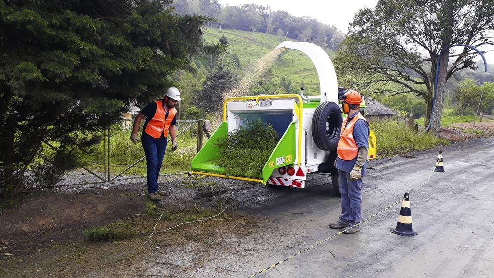 Triturador de galhos para limpeza de vias urbanas e aplicação na compostagem