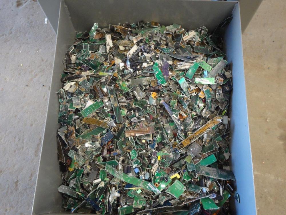 Triturador de resíduos para lixos eletrônicos