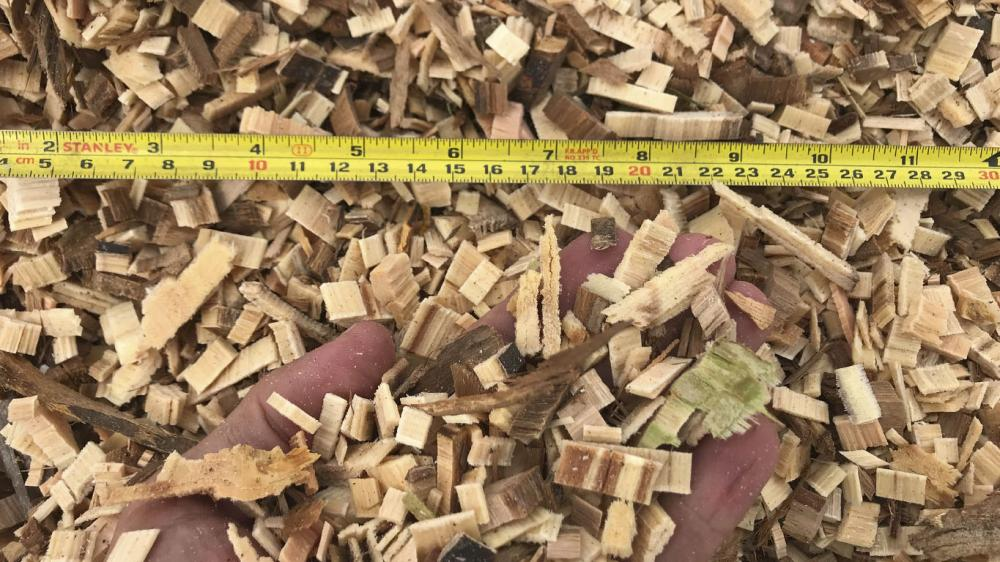 Versatility in producing wood chips of different sizes with a single machine