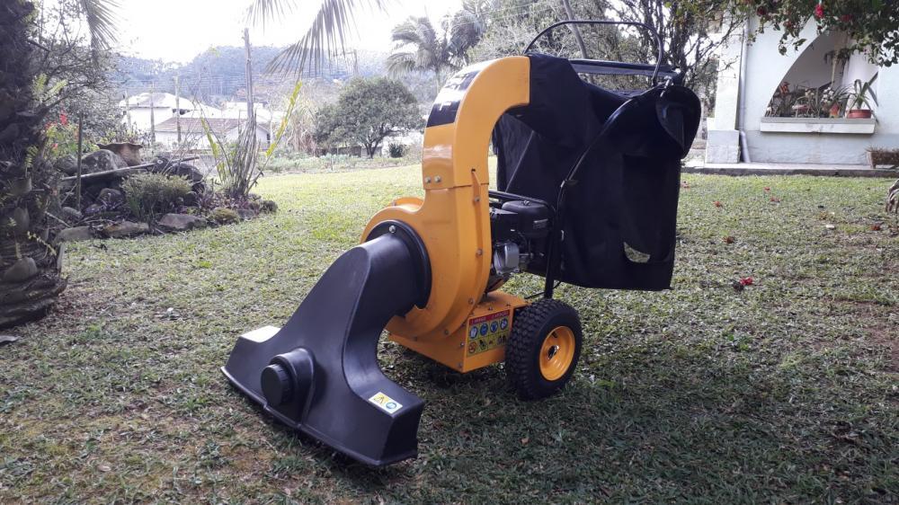 Aspirador extremamente compacto e eficiente, próprio para limpeza em jardins