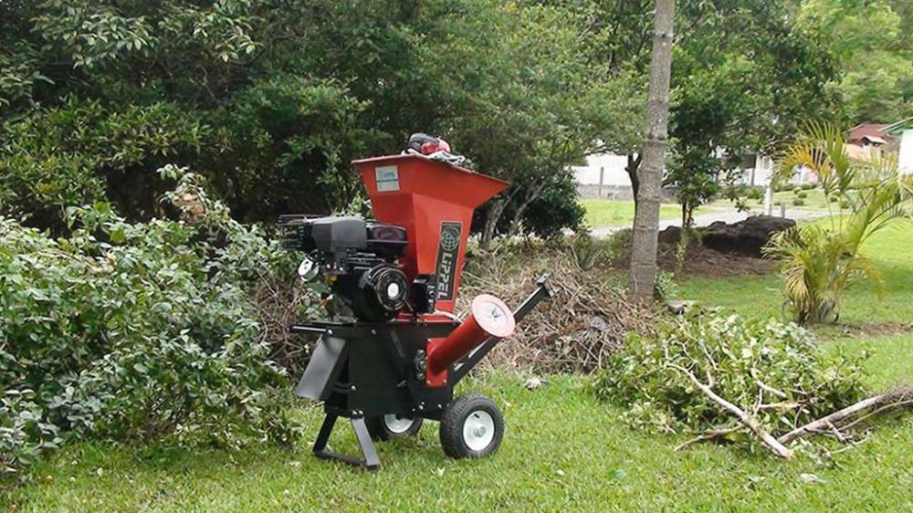 Bio Shredder TF 100 processing branches, small shrubs, foliage and bark material for composting