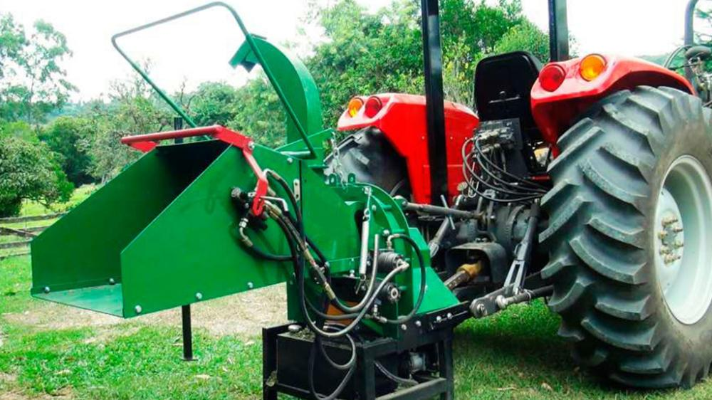 The perfect machine to chip tree prunings, cleaning tracks and recycling of general green waste.