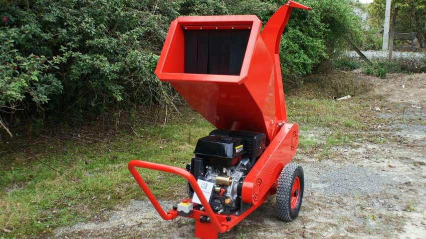 The BT-90 is a mobile and compact equipment, capable of processing antlers, small shrubs, plants and leaves, ideal for gardens and condominiums.