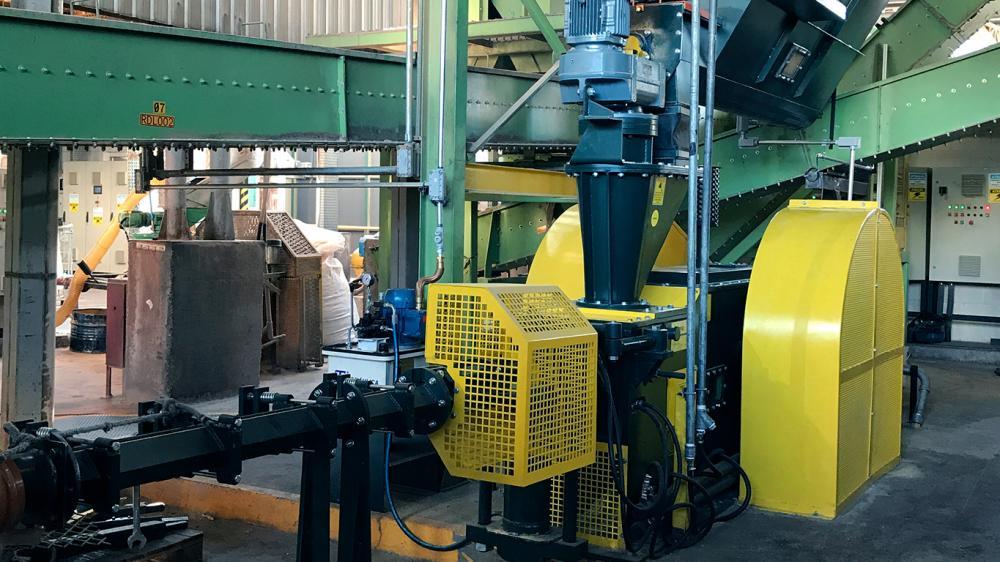 Fabrique briquetas con 93 mm de diámetro con la briquetadora de pistón mecánico, ideal para producción de briquetas con diversos tipos de biomasa.