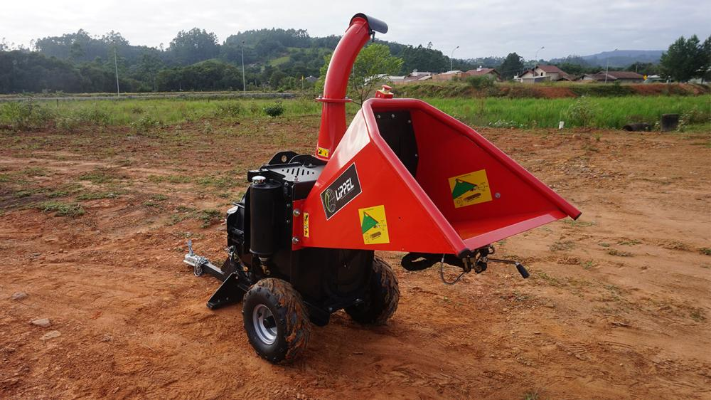 Great for gardens and backyards as it speeds up the shredding process of residues