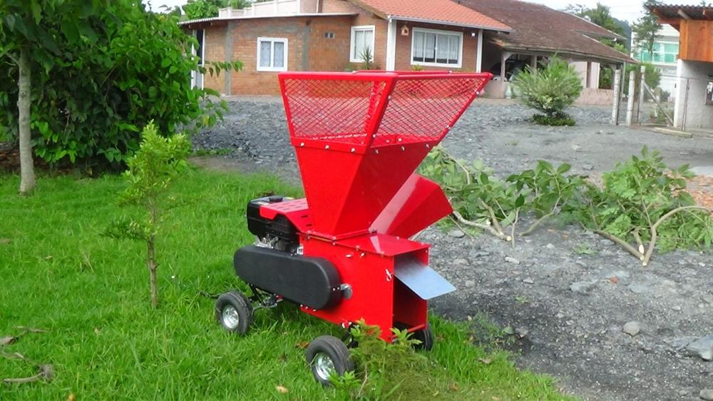 Compact brush chipper with two feed openings