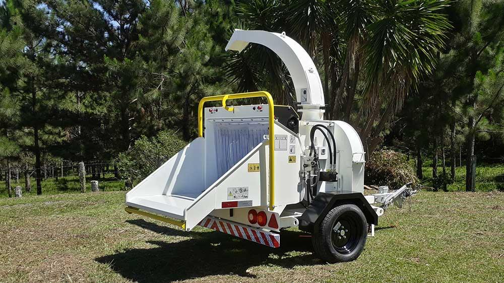 Versatile wood chipper, capable of shredding logs up to 230mm in diameter, producing up to 15m³ of processed material per hour
