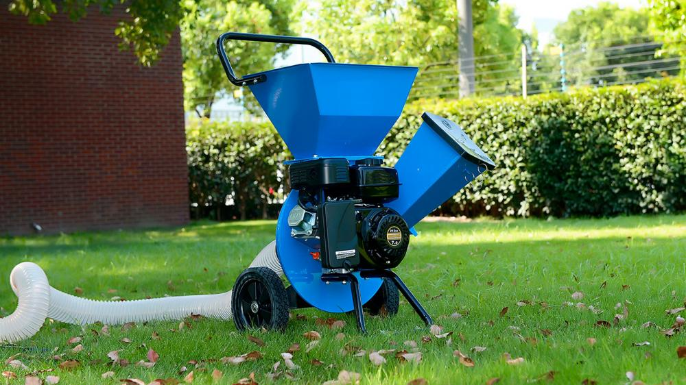 Bio-chipper and mill for organic waste from pruning of trees and shrubs with 7 HP engine
